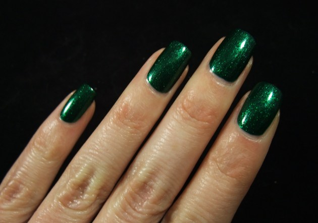 China Glaze - Emerald Sparkle 04