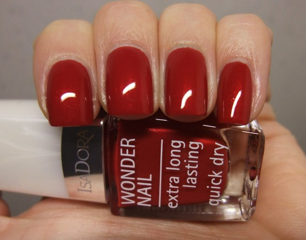 IsaDora - Winter Red 05