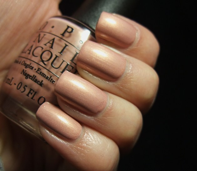 OPI - A Butterfly Moment 04