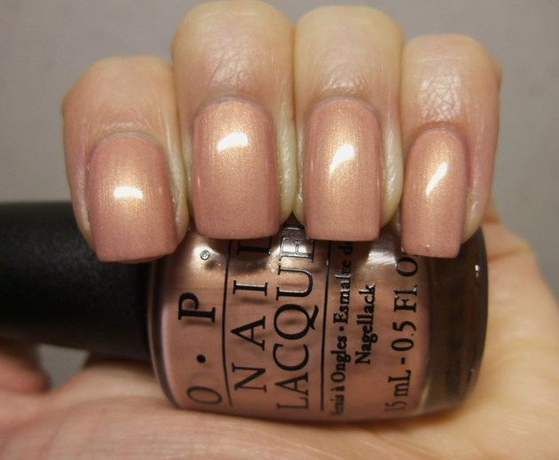 OPI - A Butterfly Moment 06