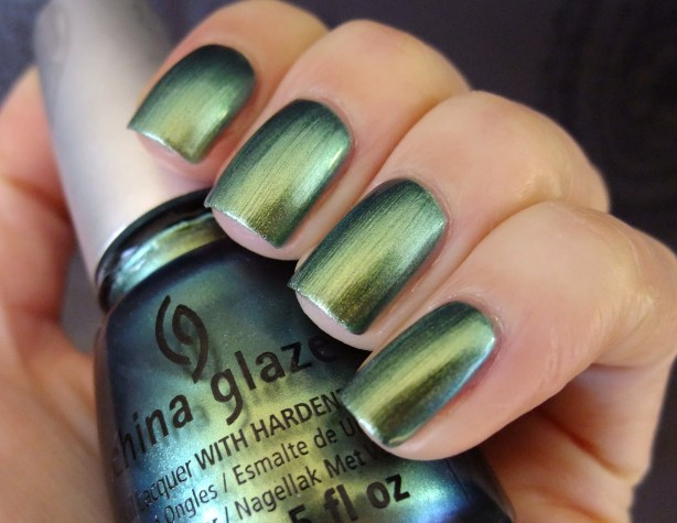 China Glaze - Unpredictable 01