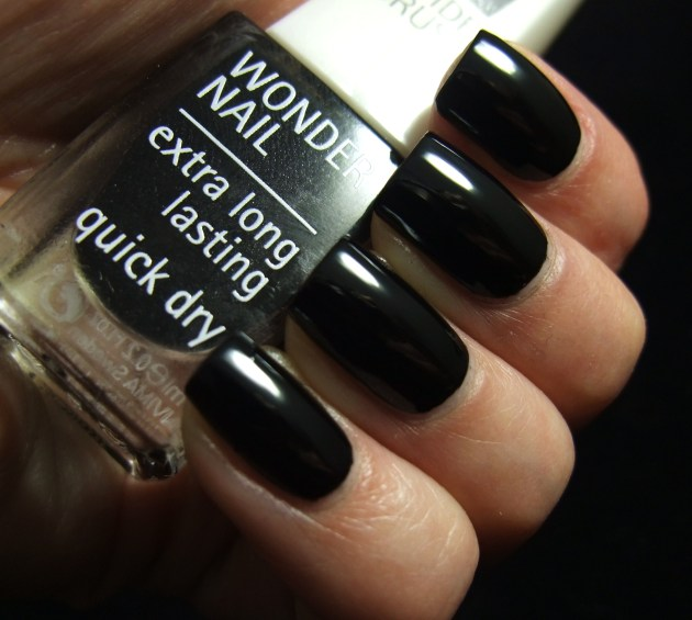 IsaDora - Gothic Black 01