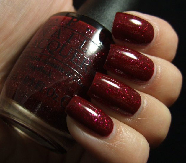 OPI - Underneath The Mistletoe 06