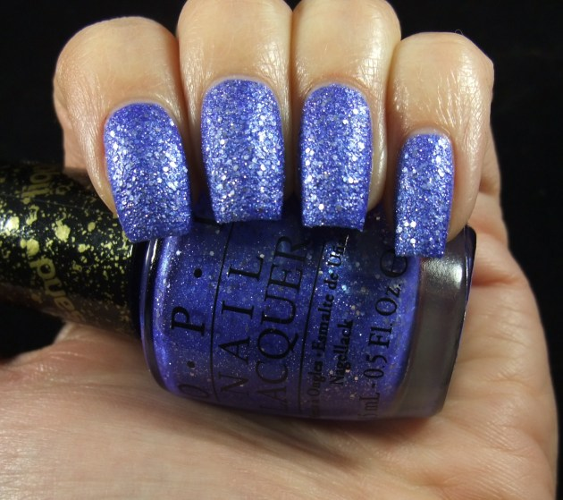 OPI - Kiss Me At Midnight 02