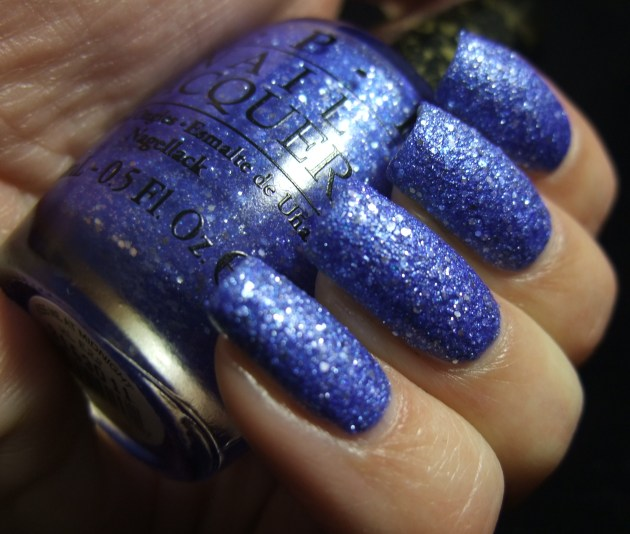 OPI - Kiss Me At Midnight 04