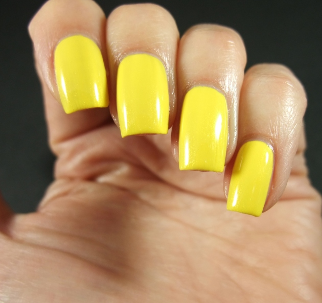 CND Vinylux - Bicycle Yellow 04