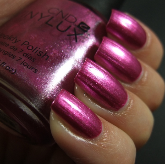 CND Vinylux - Sultry Sunset 06