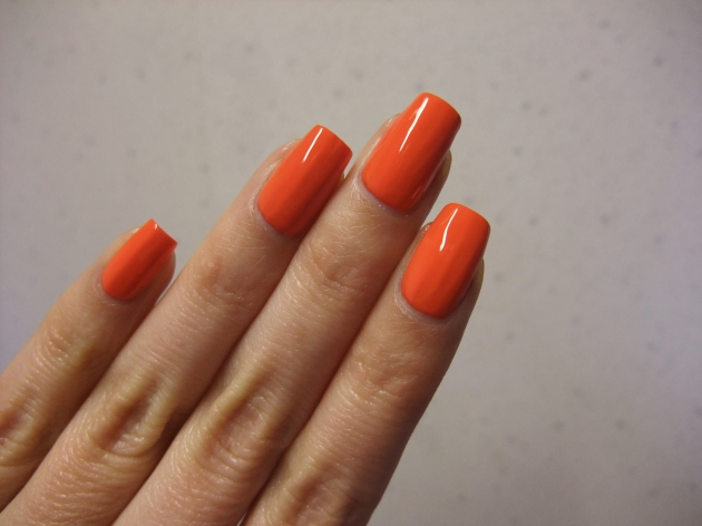 CND Vinylux - Electric Orange 11