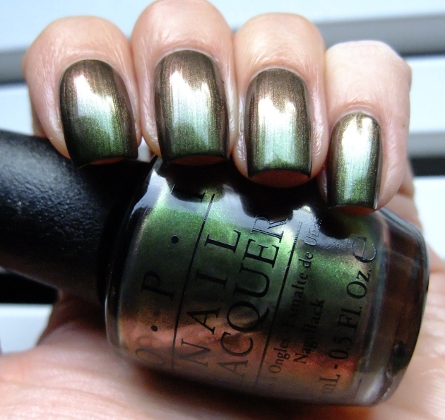 OPI - Green On The Runway 01