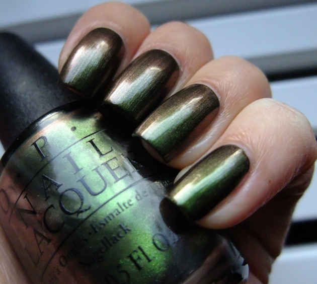 OPI - Green On The Runway 02