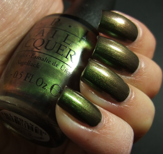 OPI - Green On The Runway 05