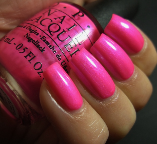OPI - Hotter Than You Pink 02