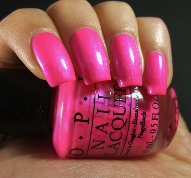 OPI - Hotter Than You Pink 04