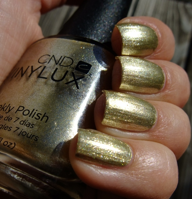 CND Vinylux - Locked Love 03
