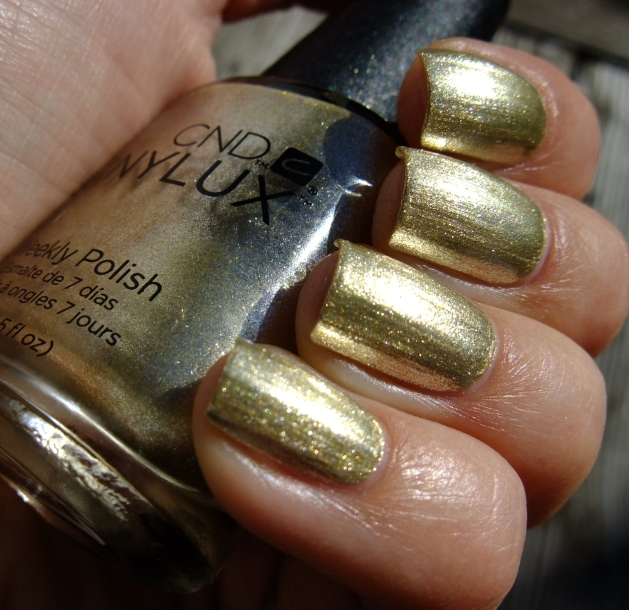 CND Vinylux - Locked Love 04