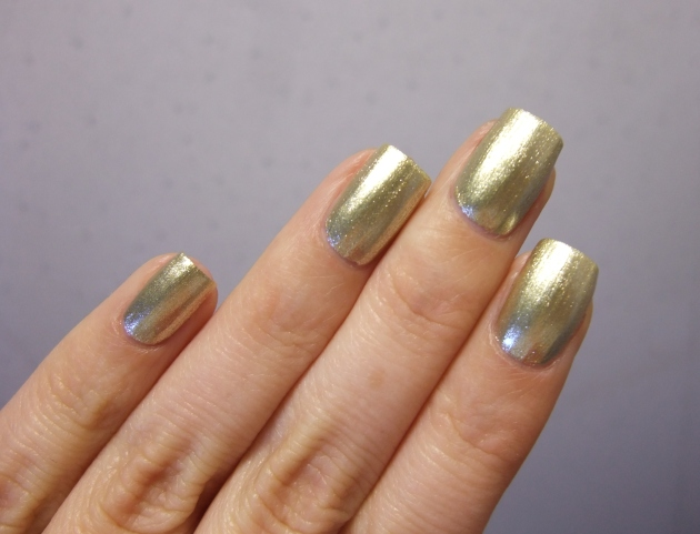 CND Vinylux - Locked Love 13