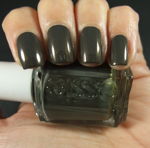 Essie - Armed And Ready 01