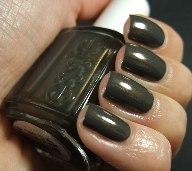 Essie - Armed And Ready 02