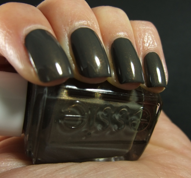 Essie - Armed And Ready 06