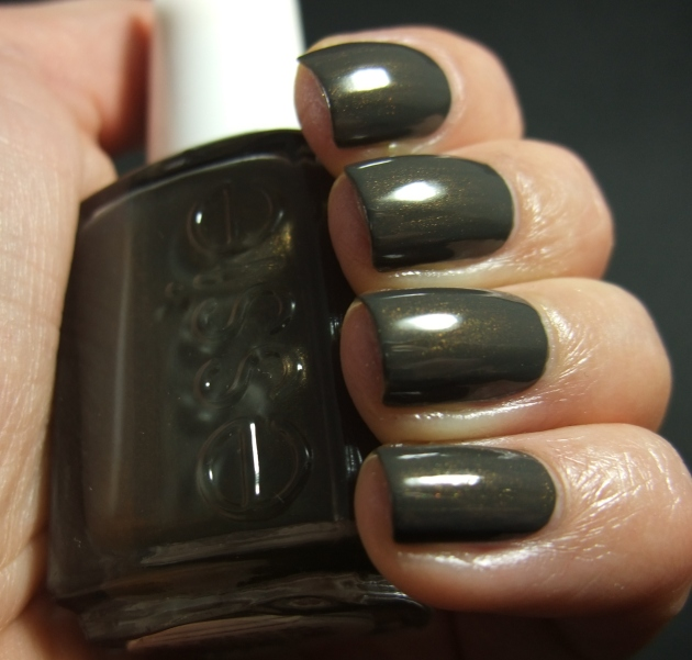 Essie - Armed And Ready 08