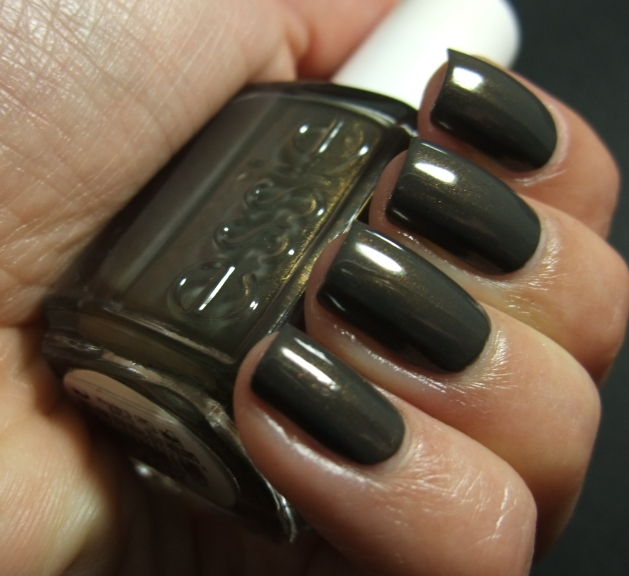Essie - Armed And Ready 09