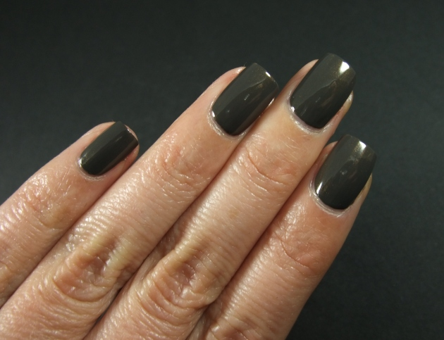 Essie - Armed And Ready 10
