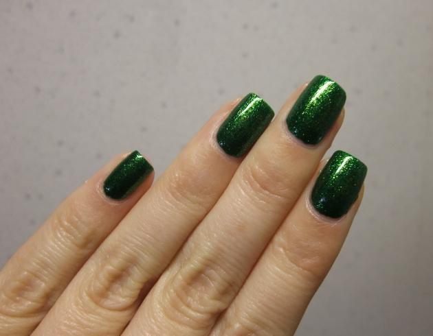 KIKO - 533 Pearly Golden Green 09
