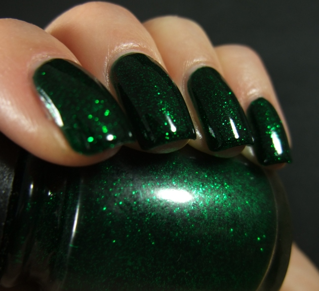 China Glaze - Emerald Sparkle 09