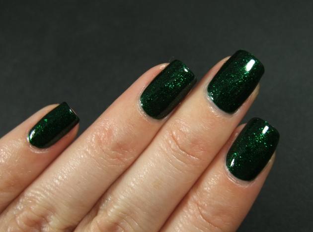 China Glaze - Emerald Sparkle 14