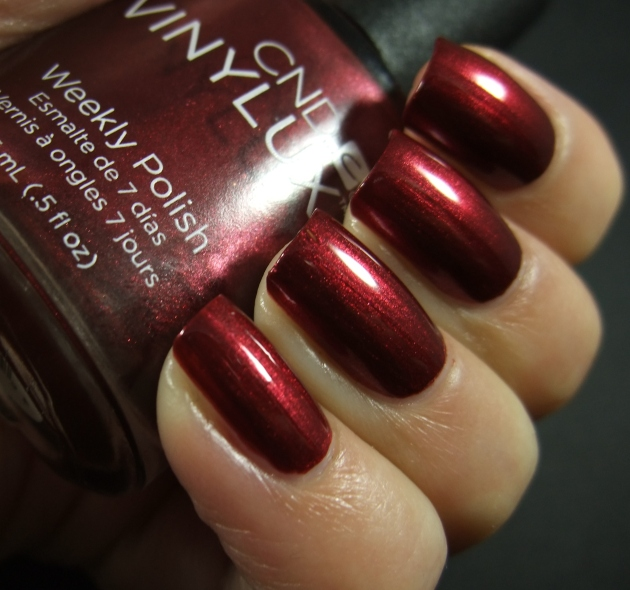 CND Vinylux - Crimson Sash 02