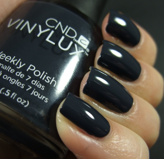 CND Vinylux - Indigo Frock 02