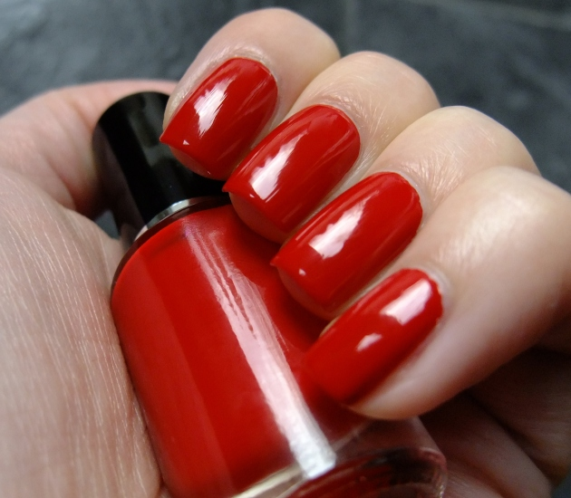 qp nailpolish - Red Gawn 01
