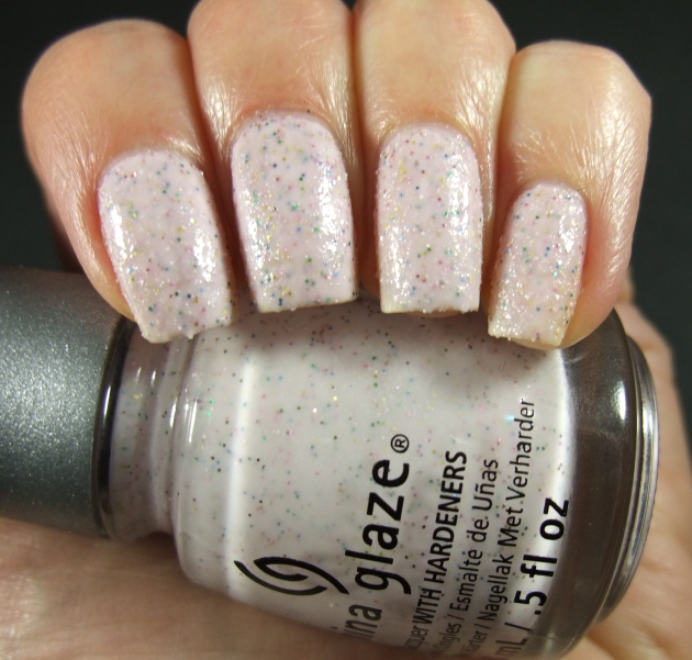 China Glaze - Sand Dolla Make You Holla 02
