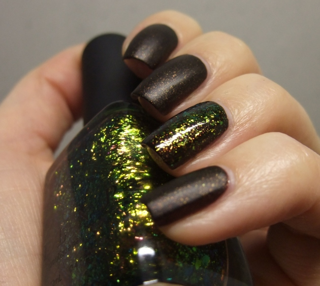 Sinful Colors - Leather Loose w ILNP 03