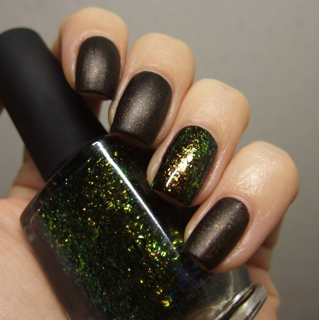 Sinful Colors - Leather Loose w ILNP 04