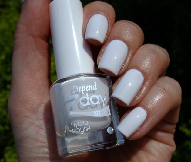 Depend 7day - 7005 Pure White 01